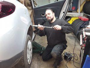 Mitarbeiter beim reparieren